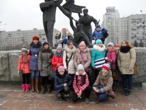 Учащиеся  ДХШ и  преподаватель  1 класса  Ветрова  Н.Ю.